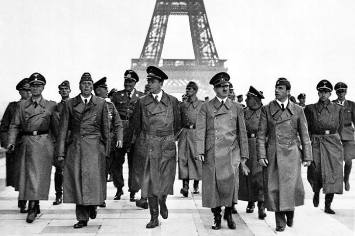 Adolf_Hitler,_Eiffel_Tower,_Paris_23_June_1940